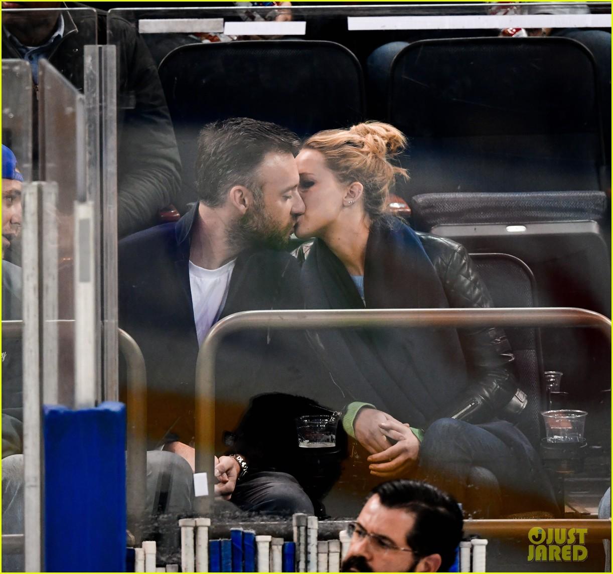 Jennifer Lawrence Kisses Boyfriend Cooke Maroney, Looks So ...