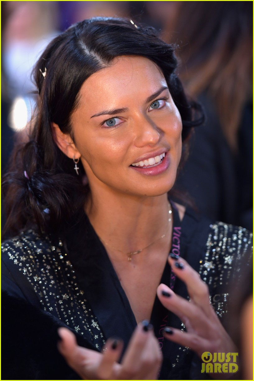 adriana lima retiring from victorias secret 044178045