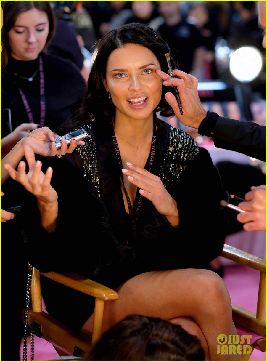 adriana lima retiring from victorias secret 104178051