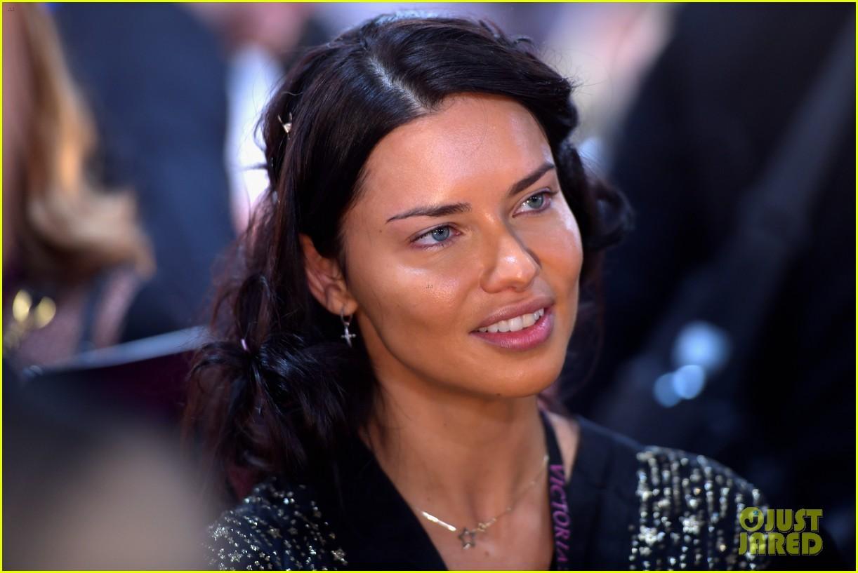 adriana lima retiring from victorias secret 144178055
