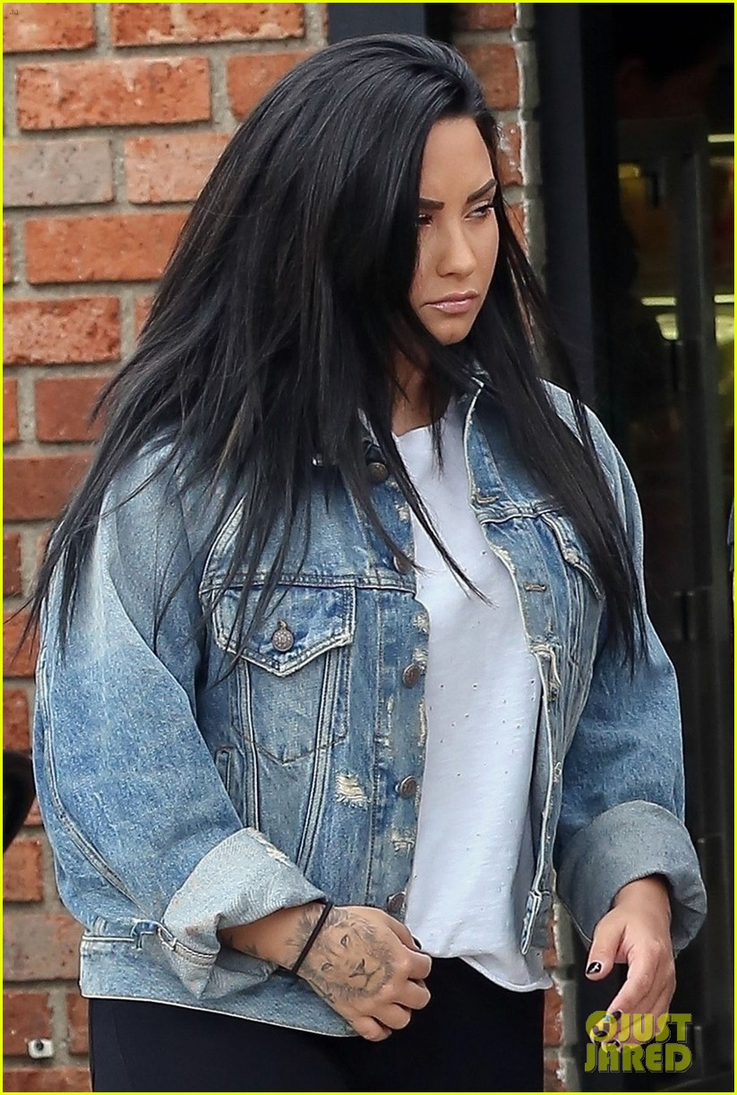 demi lovato makes a coffee run after a workout in la 024177410