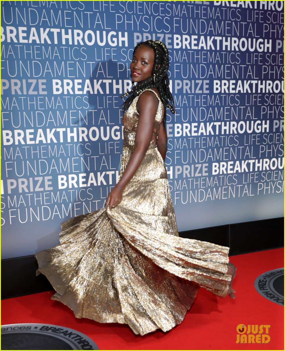 lupita nyongo eddie redmayne julianne moore breakthrough prize 01