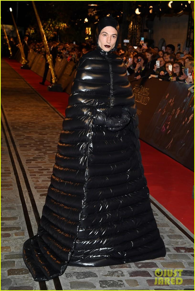 ezra miller is show stopper at fantastic beasts paris world premiere 074177890