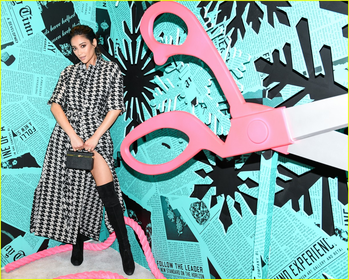 shay mitchell and rowan blanchard have girls night in with tiffany and co 01