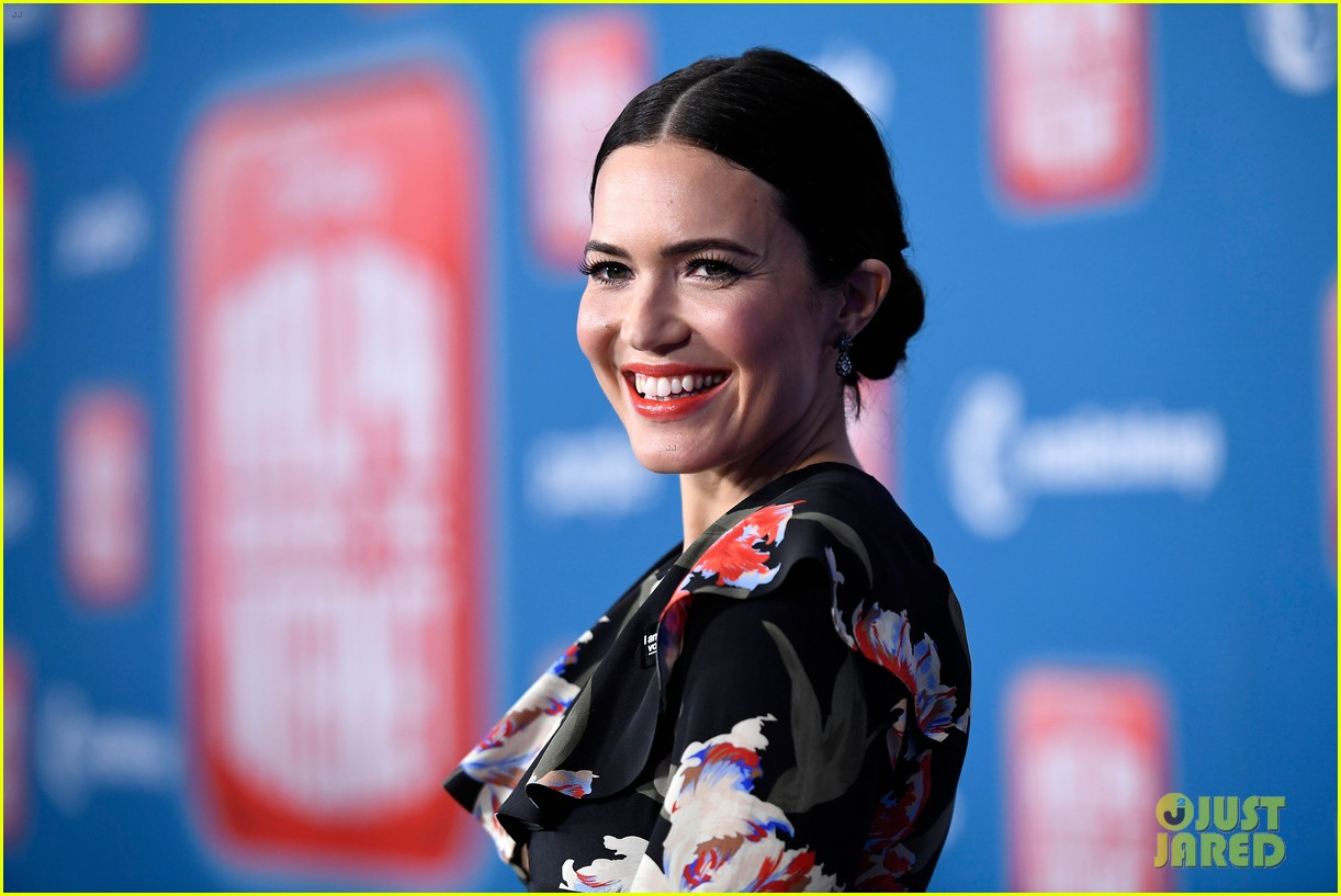 Mandy Moore Taraji P Henson Sarah Silverman Attend Ralph Breaks The Internet World Premiere Photo 4176552 Alan Tudyk Alfred Molina Ali Wong Auli I Cravalho Ben Mckee Christina Milian Dan Reynolds