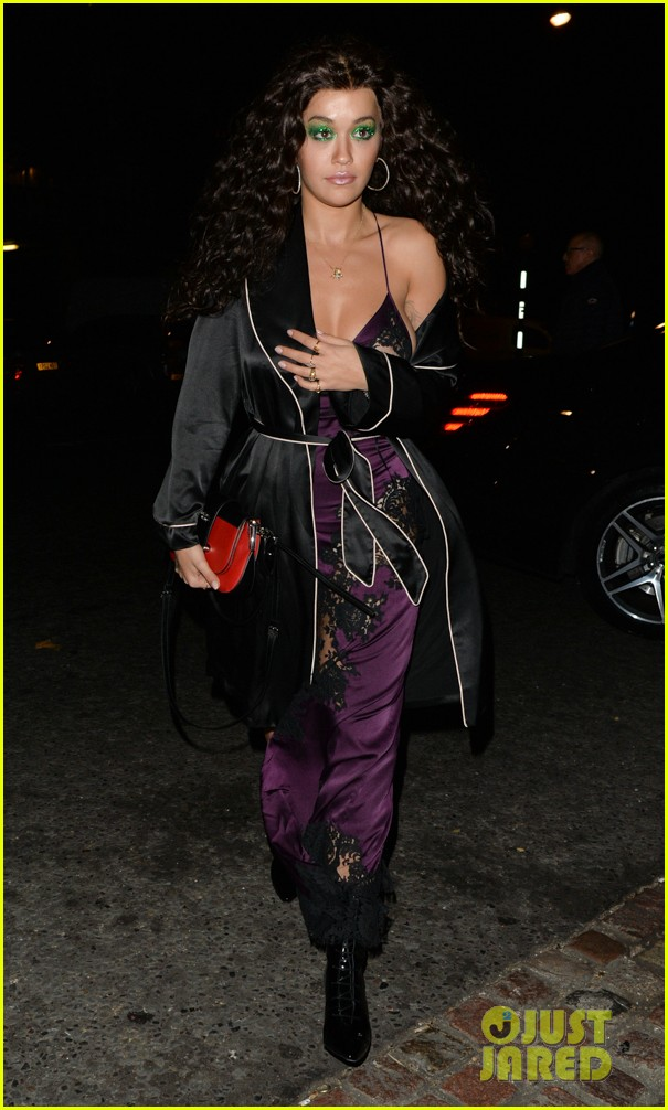 rita ora channels cher in witches of eastwick at her star studded halloween bash 034174021