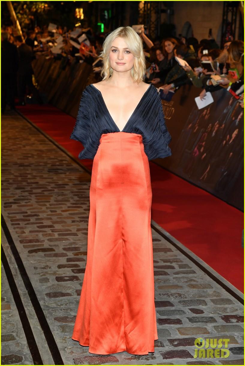 eddie redmayne jude law join fantastic beasts cast at paris world premiere 014177912
