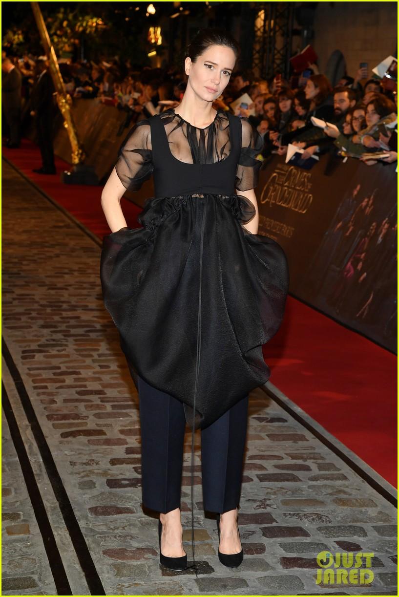 eddie redmayne jude law join fantastic beasts cast at paris world premiere 034177914