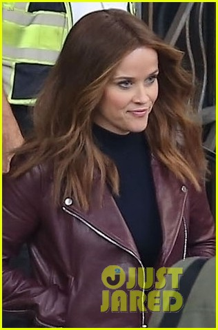 reese witherspoon sports brunette hair on set of morning show drama 044174344
