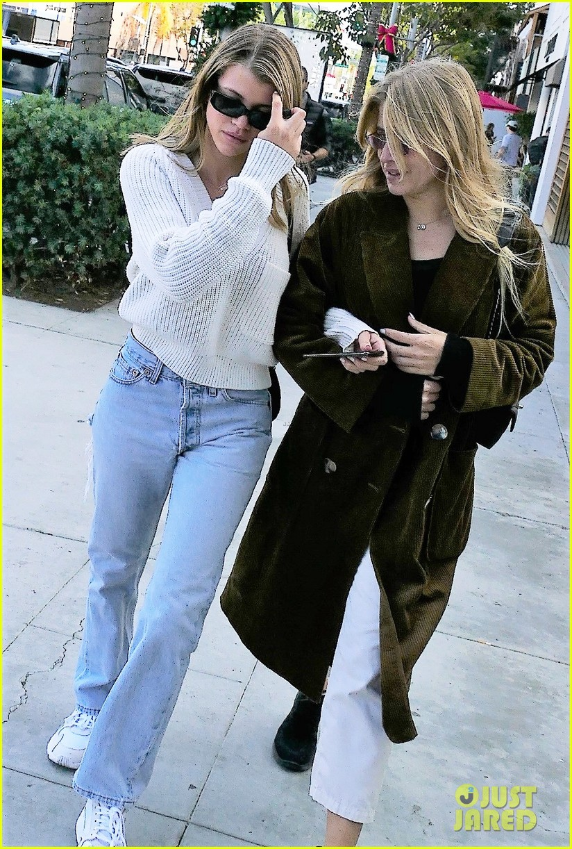 sofia richie keeps it chic at hyundais stylenite in weho 044189256