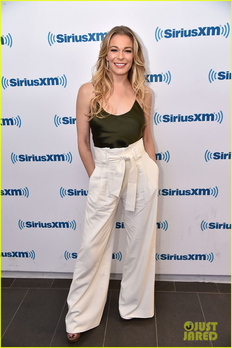 leann rimes reveals she actually met hubby eddie cibrian years before she thought 03