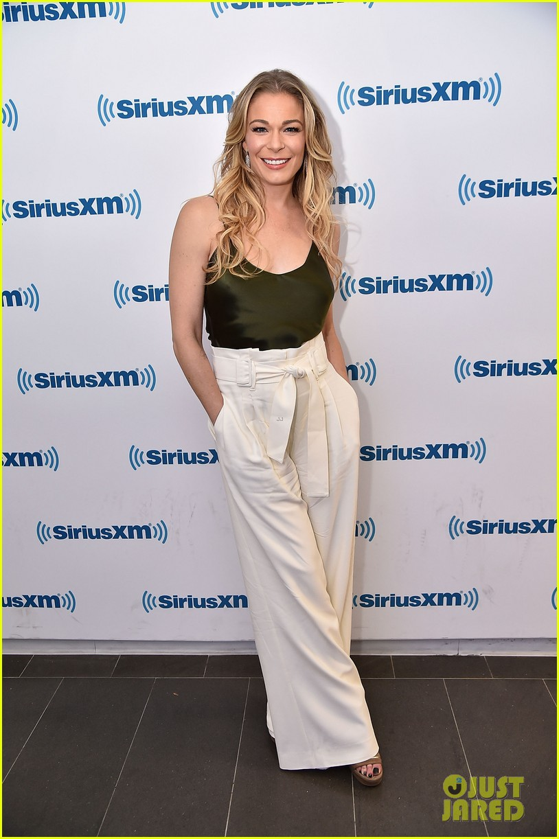 leann rimes reveals she actually met hubby eddie cibrian years before she thought 05