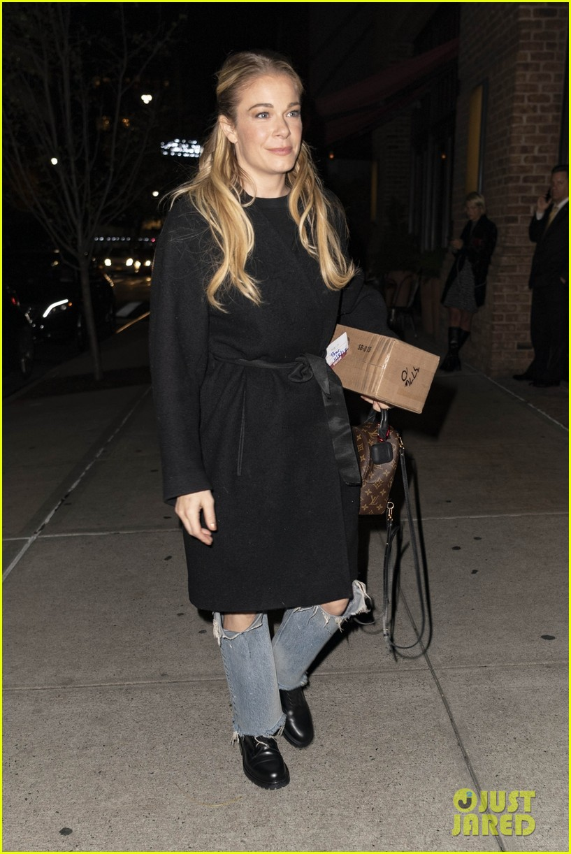 leann rimes promotes hallmarks its christmas eve ahead of premiere 044179329