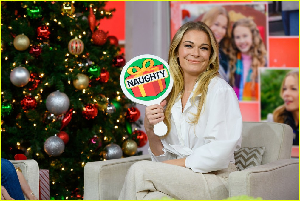 leann rimes promotes hallmarks its christmas eve ahead of premiere 134179338
