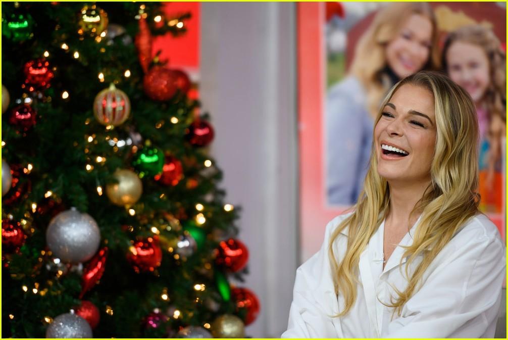 leann rimes promotes hallmarks its christmas eve ahead of premiere 144179339