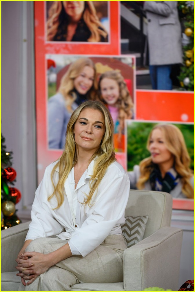 leann rimes promotes hallmarks its christmas eve ahead of premiere 164179341