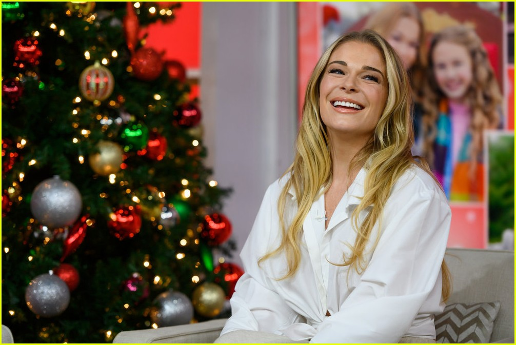 leann rimes promotes hallmarks its christmas eve ahead of premiere 174179342