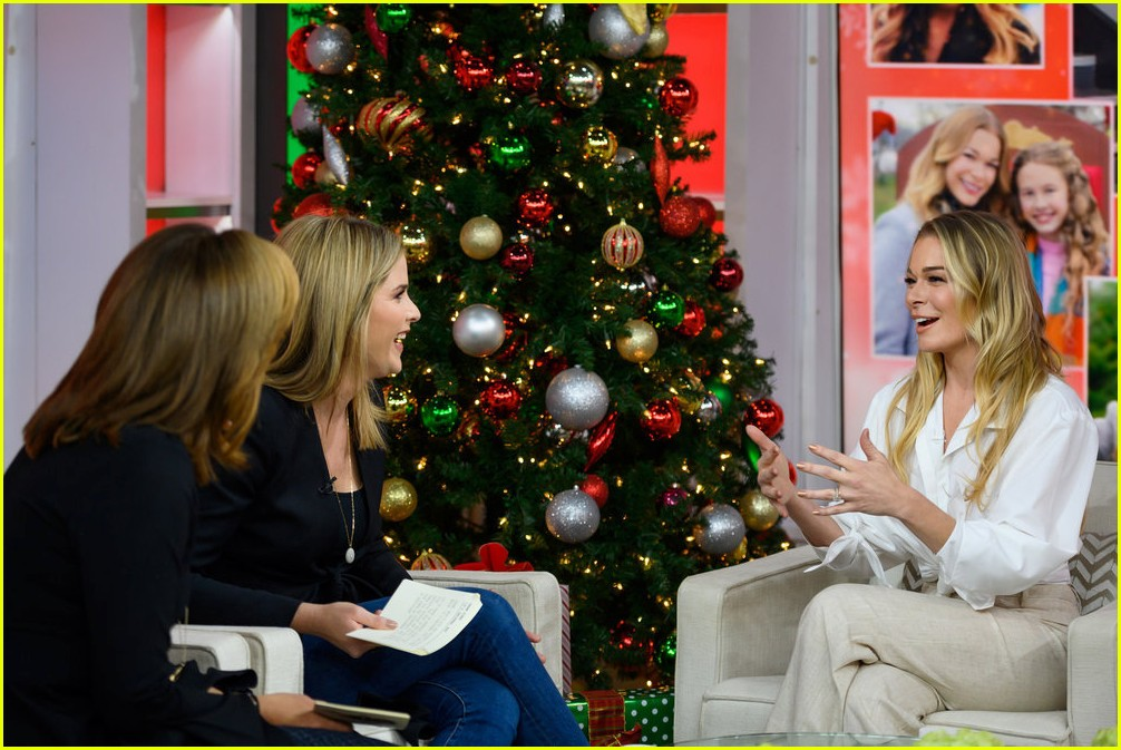 leann rimes promotes hallmarks its christmas eve ahead of premiere 184179343