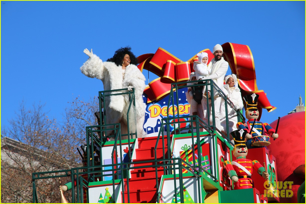 diana ross family thanksgiving day parade 024186746
