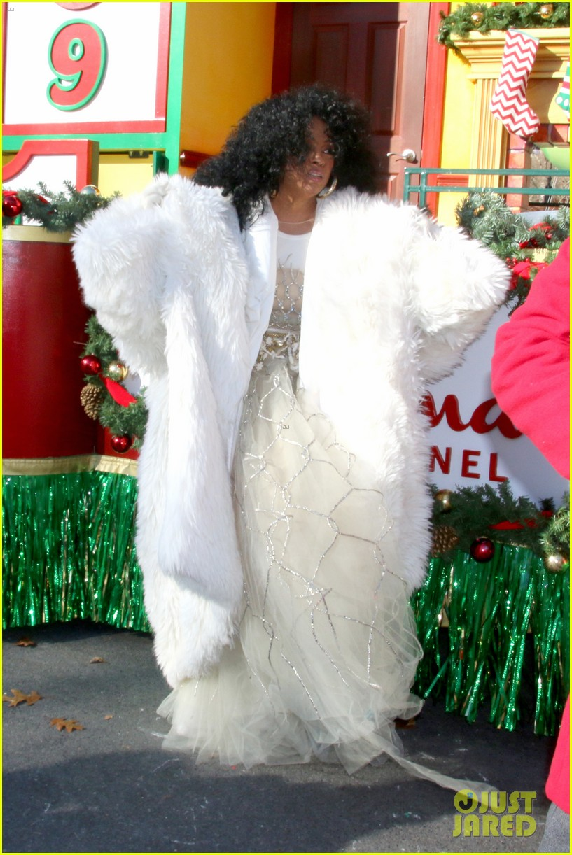 Diana Ross & Her Whole Family Ride a Float During Thanksgiving Day ...