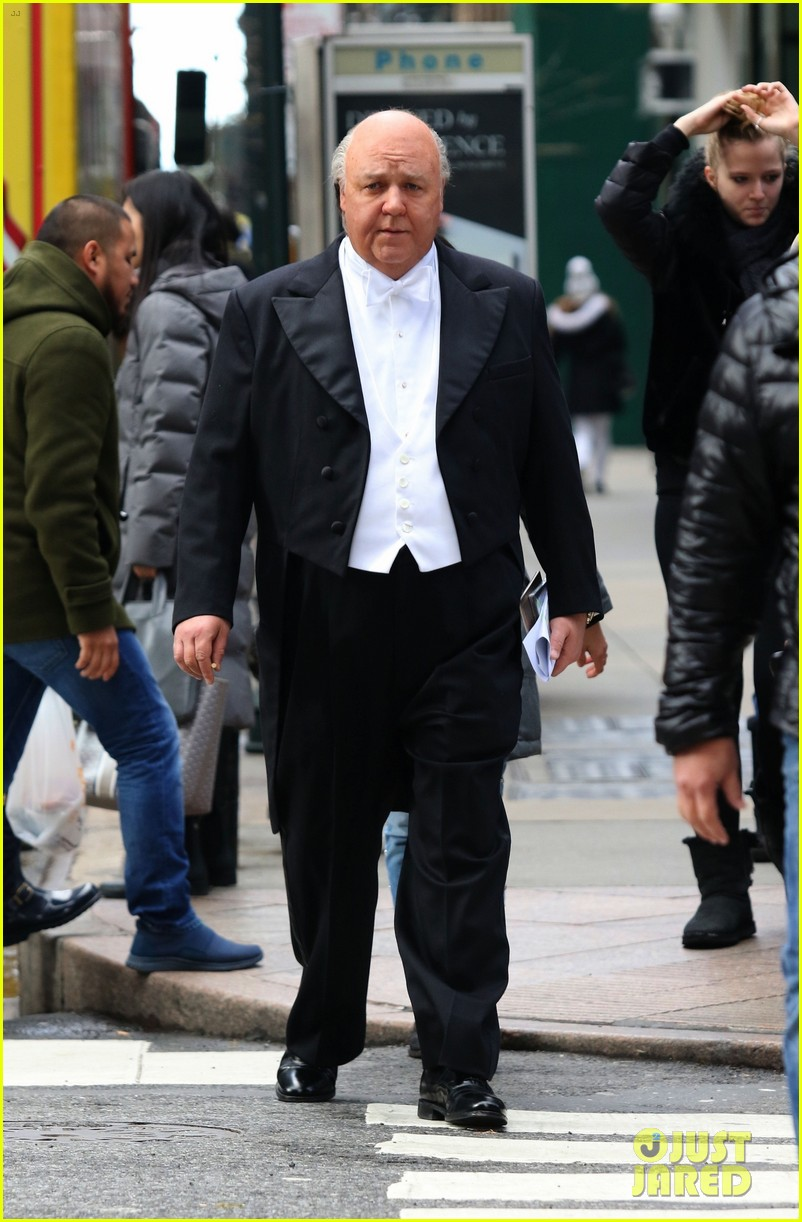 Russell Crowe Is Unrecognizable In A Tuxedo While Filming
