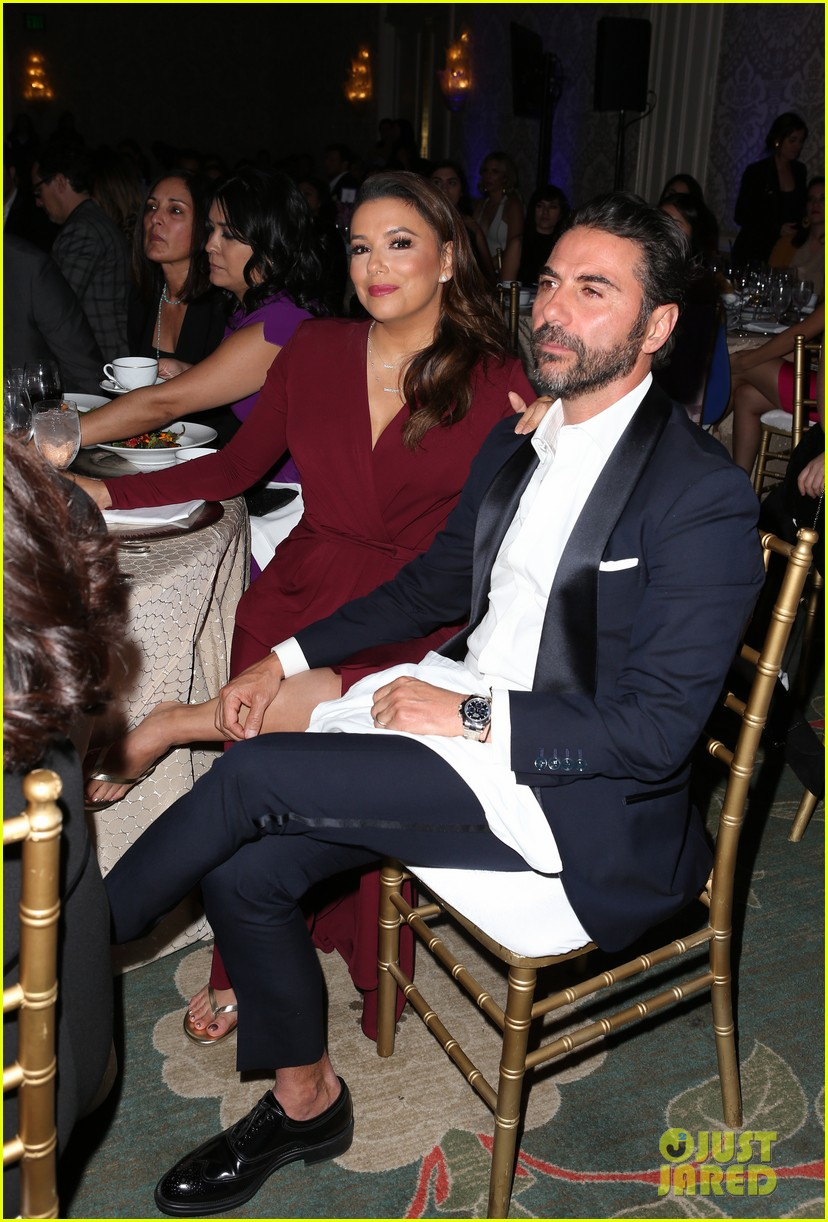 zoe saldana gets star studded support at eva longoria foundation dinner gala 1014178892
