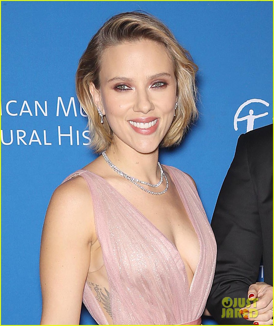 Scarlett Johansson and her boyfriend Colin Jost shared a sweet moment of PDA on SNL Scarlett Johansson and her boyfriend Colin Jost shared a sweet moment of PDA on SNL new pictures