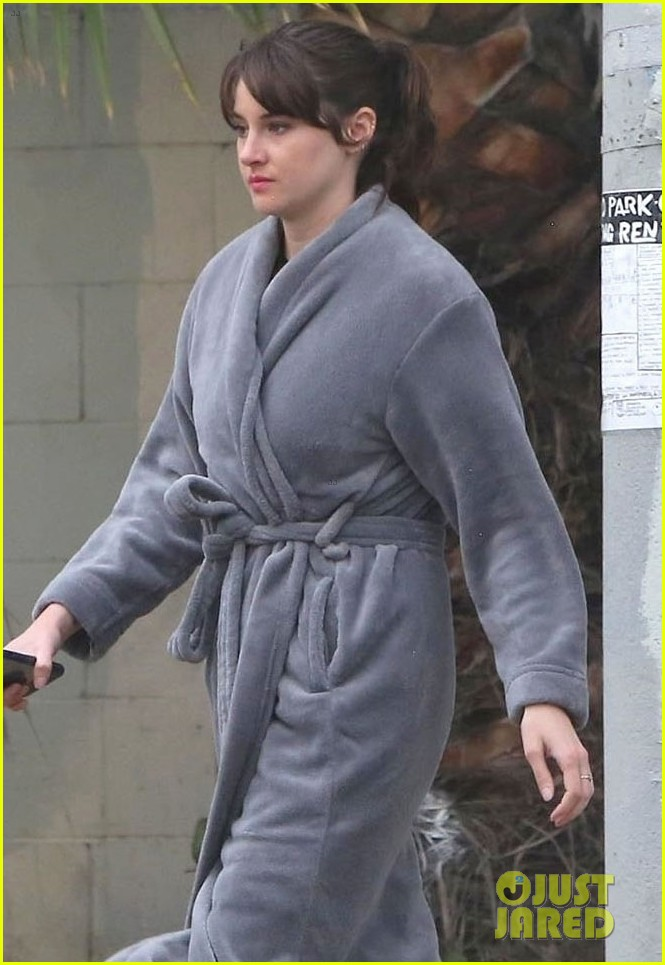 shailene woodley continues work on untitled movie 02