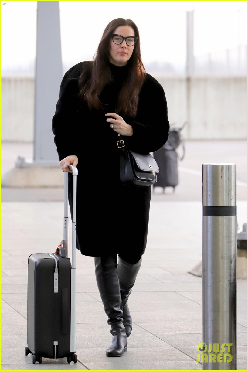 liv tyler heathrow airport photos 034186969
