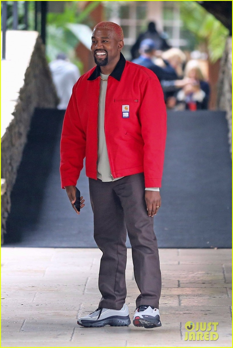 kanye west flashes a smile while leaving the hotel bel air 014185514