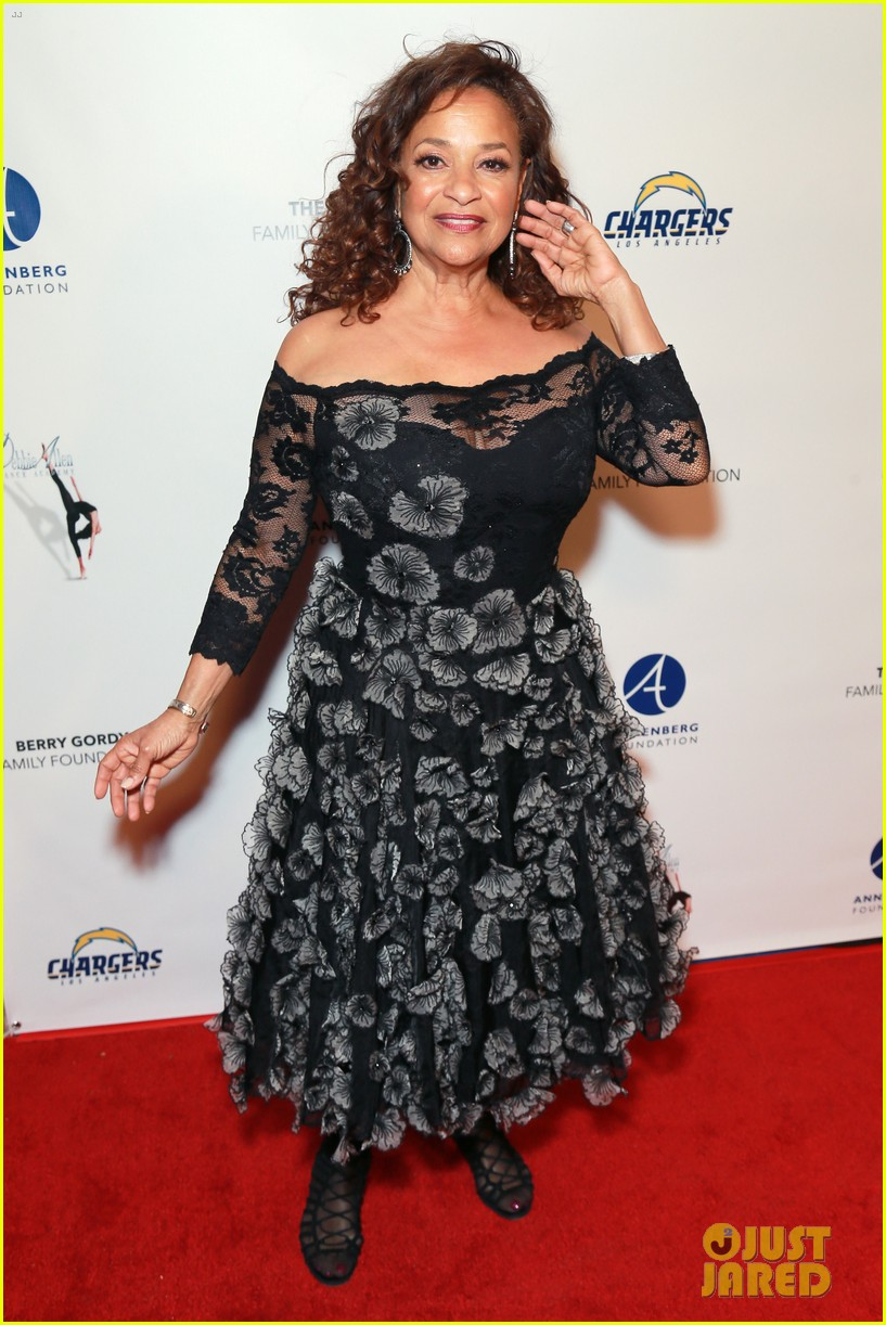 jesse williams gives update on relationship with greys anatomys sarah drew 07