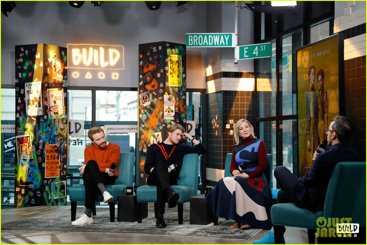 joe alwyn says he auditioned multiple times for love actually 024194516