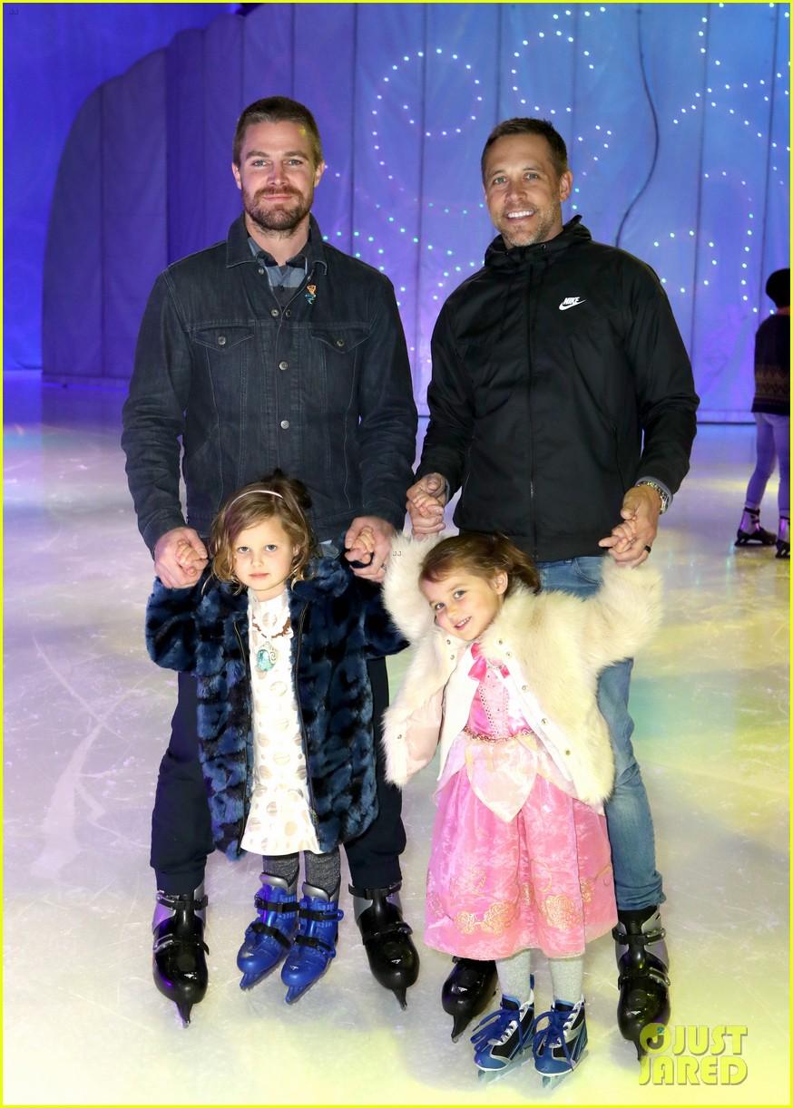 stephen amell daughter mavi amell disney on ice 02