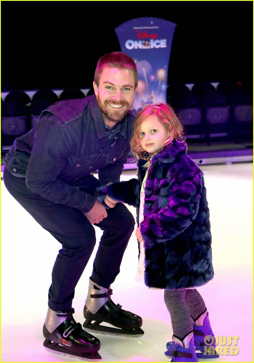 stephen amell daughter mavi amell disney on ice 03