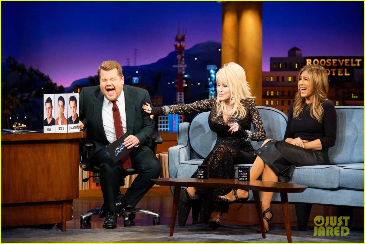 dolly parton ranks friends guys next to jennifer aniston on late late show 074195155