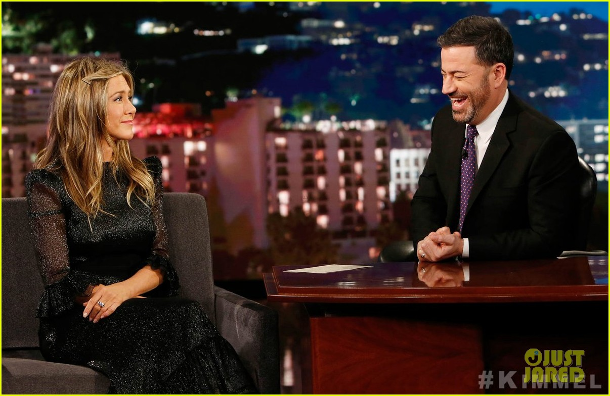 jennifer aniston recalls jimmy kimmels daughter pooping in her backyard 034194273