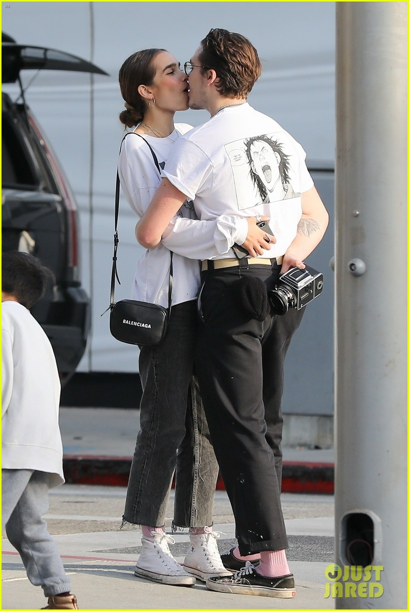 Brooklyn Beckham Packs on PDA with Model Hana Cross: Photo ...