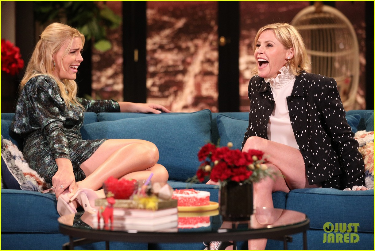 julie bowen says shes been told that modern family may get another season 04