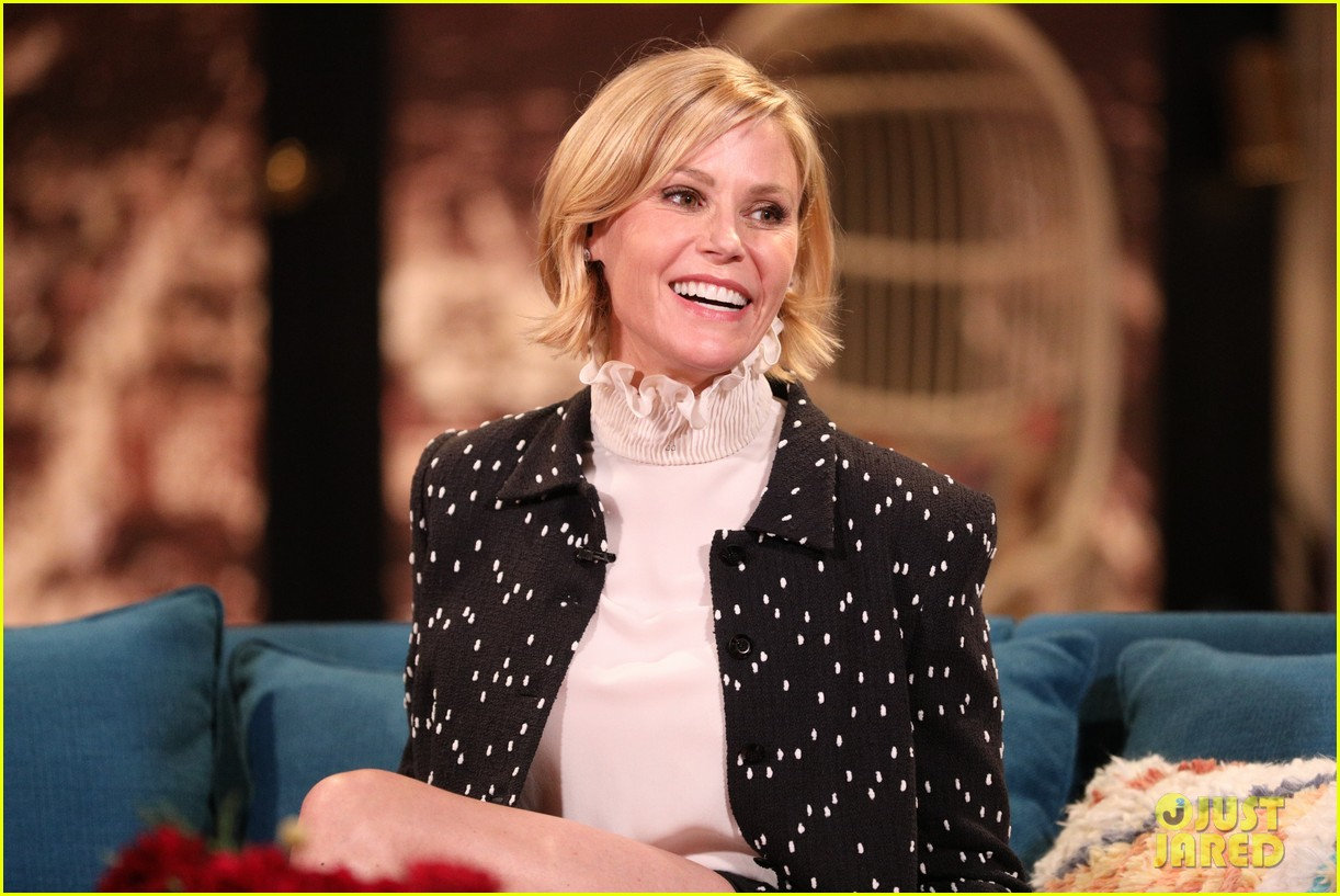 julie bowen says shes been told that modern family may get another season 05
