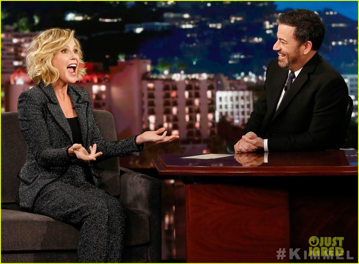 julie bowen confirms on jimmy kimmel live that modern family in talks to not end 03