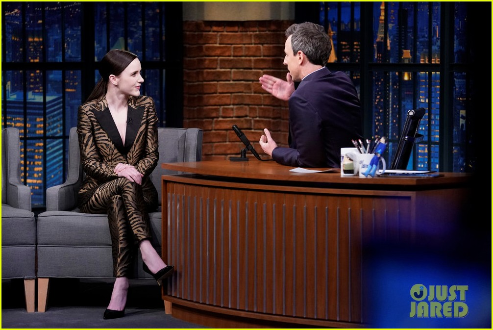 rachel brosnahan reacts to cecily strongs impersonation of her on snl 014200813