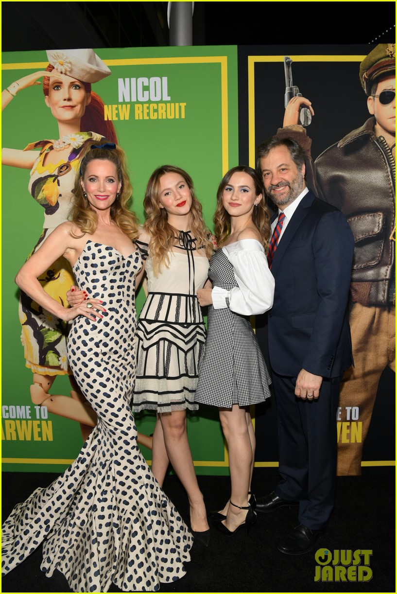 steve carell joins welcome to marwen cast at premiere 044196950