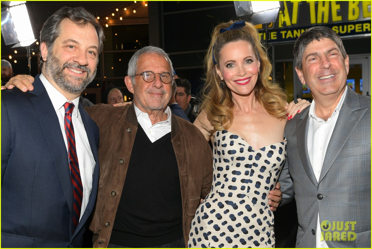 steve carell joins welcome to marwen cast at premiere 094196955