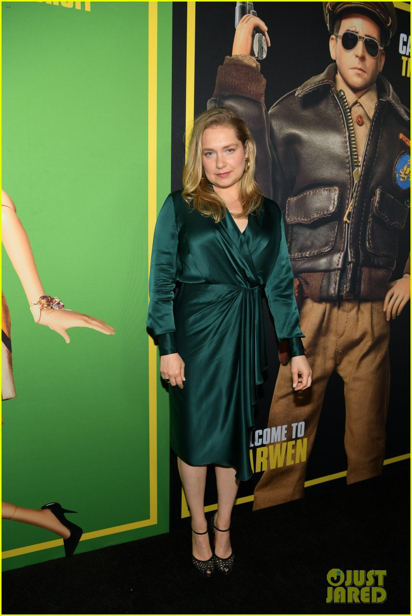 steve carell joins welcome to marwen cast at premiere 304196976