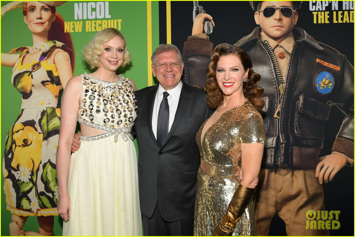 steve carell joins welcome to marwen cast at premiere 334196979