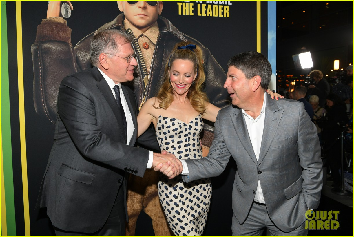 steve carell joins welcome to marwen cast at premiere 364196982