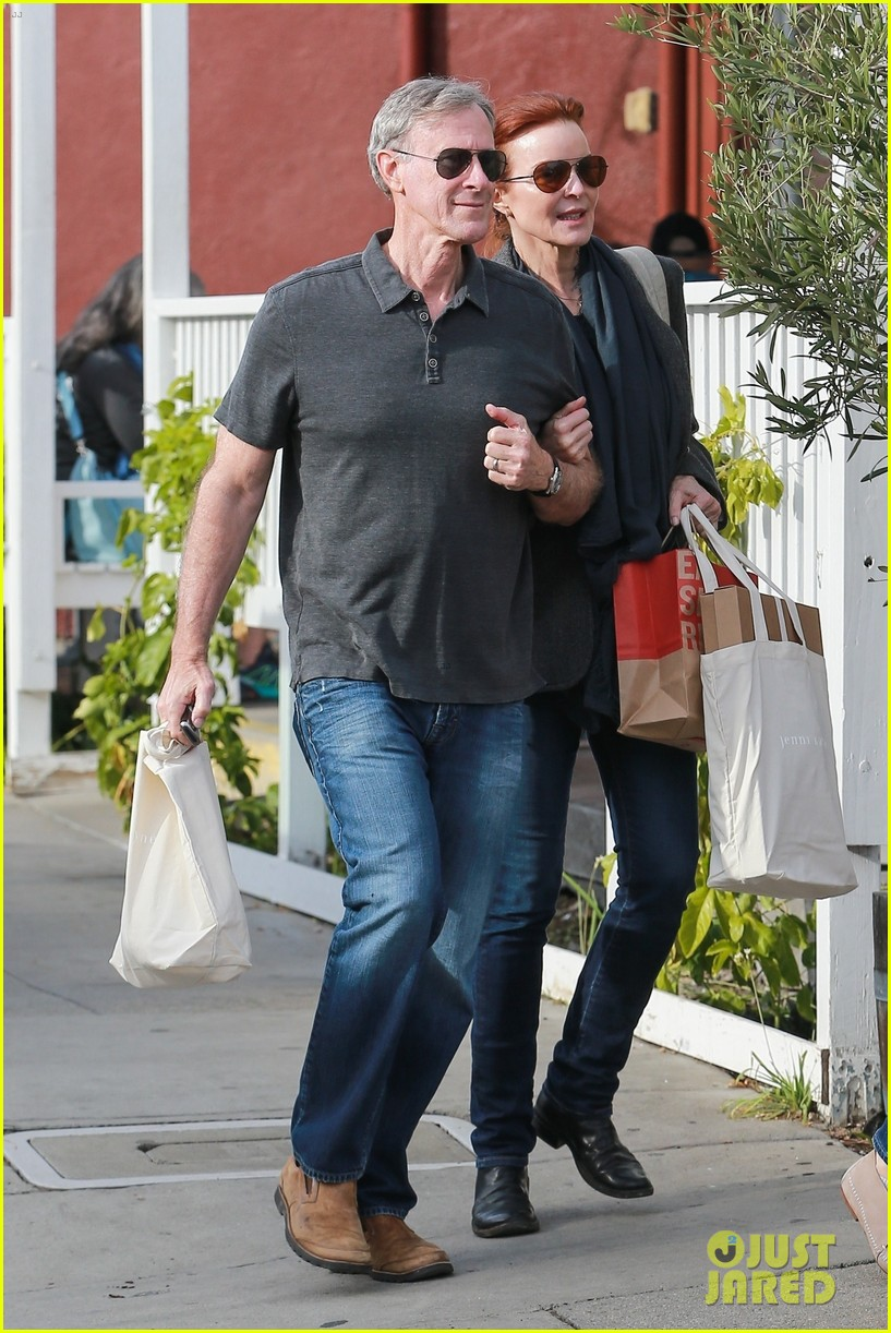 marcia cross holds on tight to husband tom mahoney 01