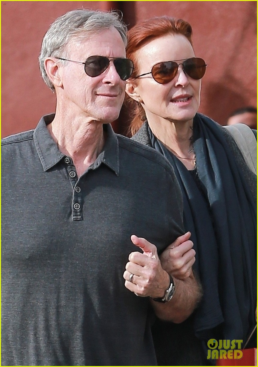 marcia cross holds on tight to husband tom mahoney 04