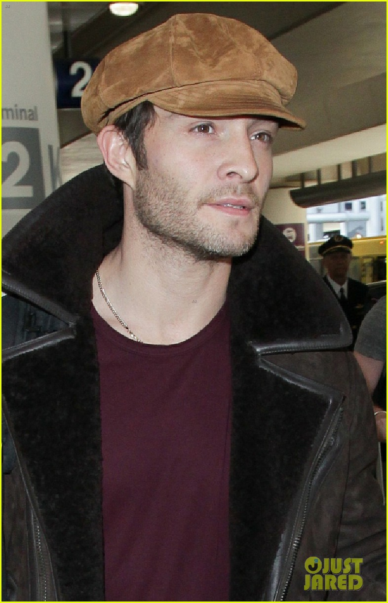 ed westwick jets into lax after the holidays 02