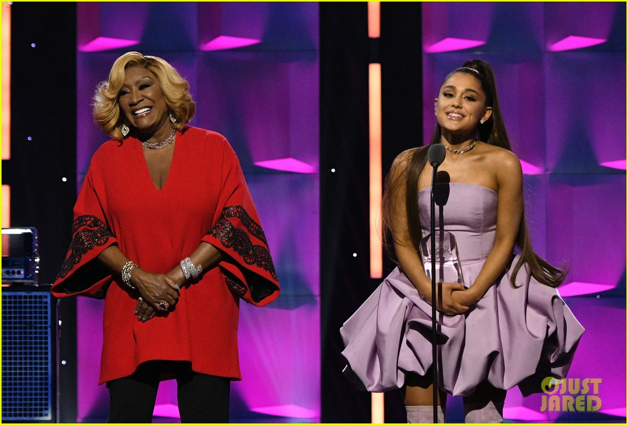 ariana grande gives emotional speech accepting billboard woman of the year award 044194724